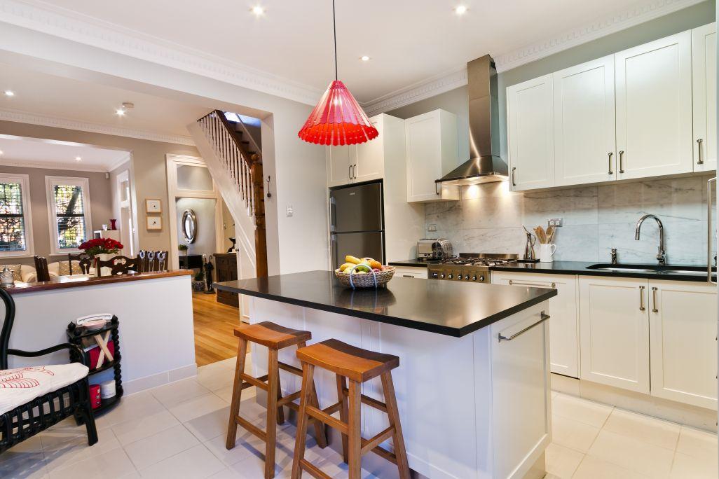 white bespoke kitchen shaker style